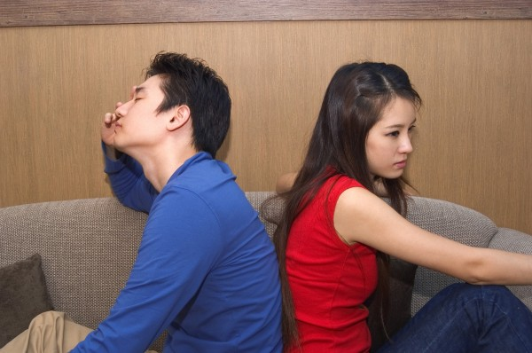 女網友之前被男友媽不斷逼問薪水。事後她向男友抱怨此事,卻遭到趕出家門。(情境照)