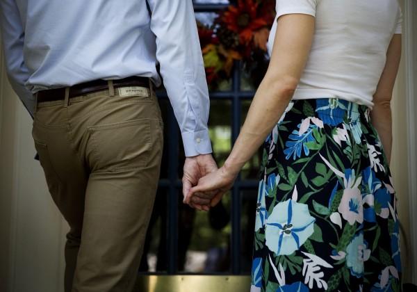 日本戀愛專家指出,從男性的一些小動作可以看出他們的愛情觀。(美聯社)