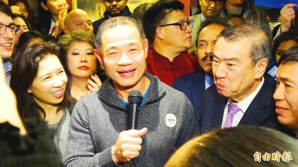 Taiwan-born former New York City comptroller John Liu, accompanied by his wife Jenny, left, talks to reporters on Tuesday after winning a seat in the New York State Senate for the Democratic Party. Photo: CNA
