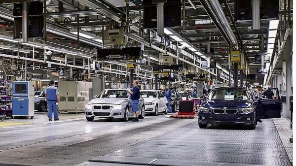兩名BMW員工竟然在上班時間公然呼麻,導致生產線停擺40分鐘,估計損失達100萬英鎊。(圖擷自Bild)