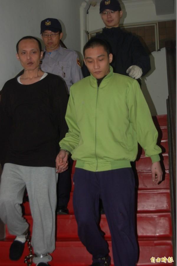 竹東少女遭姦殺焚屍案,高院更審改判主嫌林春雄(左)死刑,一旁的是何文軒改判無期徒刑。(資料照)