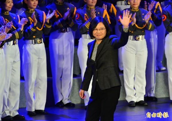 總統蔡英文出席國軍「第50屆文藝金像獎頒獎晚會」。 (記者王藝菘攝)