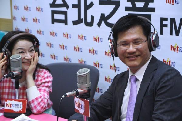 林佳龍今在接受廣播採訪時表示,由於是「很熟的朋友」介紹,所以沒有做足SOP,會檢討改進。(「Hit Fm台北之音提供」)