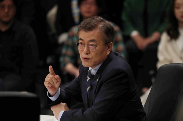 韓國總統候選人文在寅昨天表態反同。(路透)