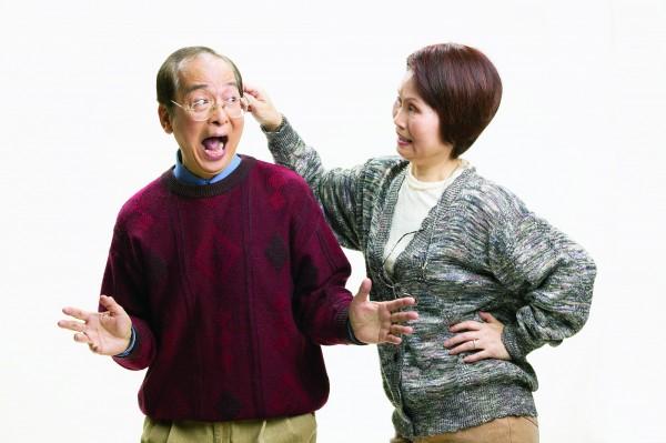 90歲的陳姓老翁81年間攜帶財產到中國雲南,與小他15歲的林婦結婚後,沒多久財產就全被吸乾,林婦口出惡言要他滾回台灣,嚇得他獨自返台。(圖與新聞人物無關,示意圖)