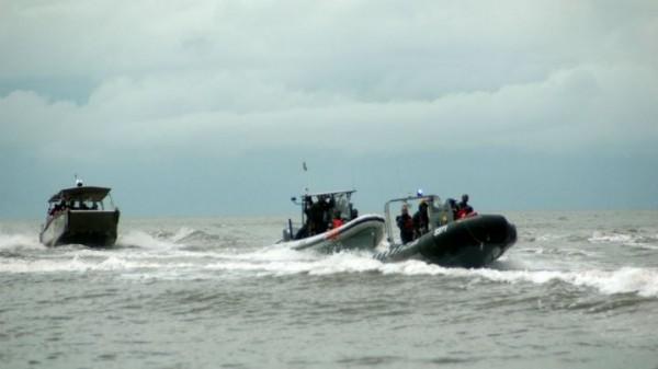 喀麥隆一艘軍艦週日(16日)在大西洋海岸沉沒,當局週一表示,至少有34人失蹤。圖為「快速干預部隊」執行任務。(圖取自「france 24」)