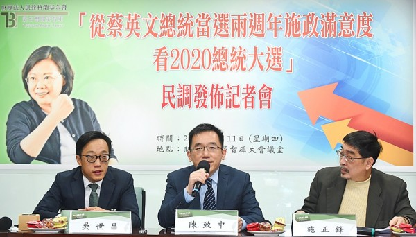 Taiwan Brain Trust executive officer Chen Chih-chung, center, speaks at a news conference in Taipei yesterday. Photo: Liu Hsin-de, Taipei Times