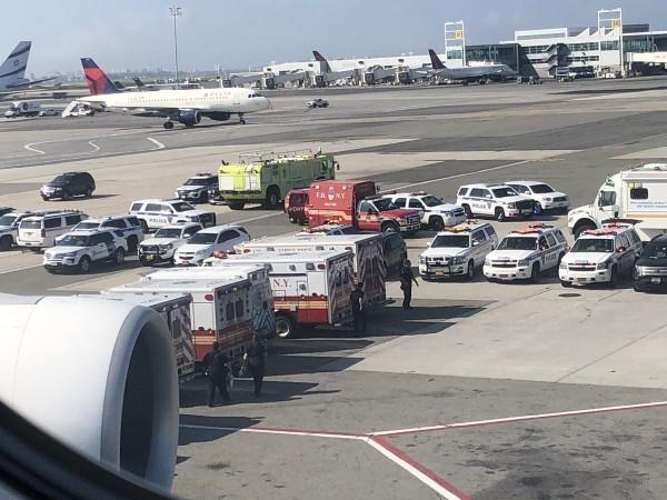 美方出動國土安全部(DHS)與疾病管制與預防中心(CDC)及7輛救護車到場處理。(圖擷取自推特)