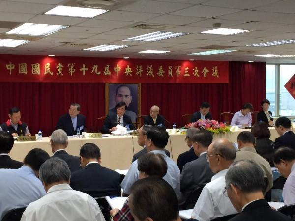 國民黨20日舉行第19屆中評會第3次會議,近300人出席,對黨務提出建言。其中高宗仁認為,228是毛澤東策動的,不是蔣介石的錯。(圖取自UPolicy KMT 國民黨政策會)