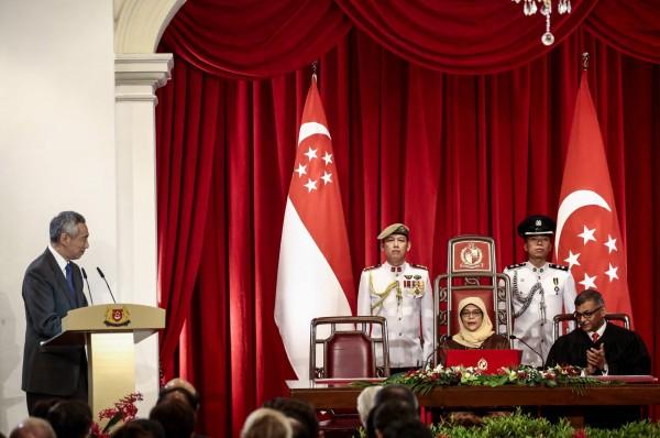 新加坡總理李顯龍表示,哈莉瑪的當選,代表著新加坡會堅持追求建設多元種族和多元宗教社會的夢想。(法新社)