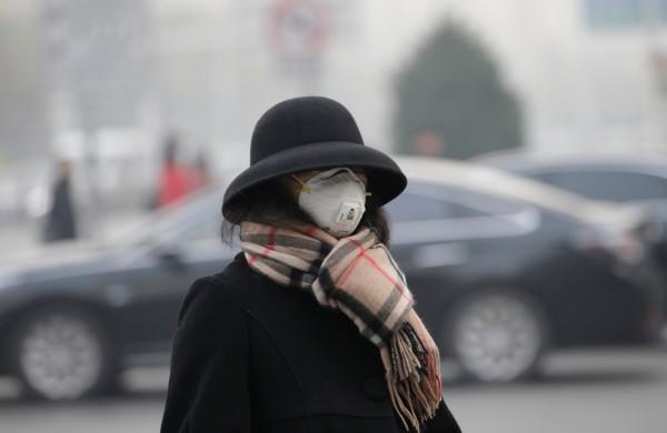 中國多個地區近期遭霧霾籠罩,多達82個城市發布嚴重污染警告。(路透)