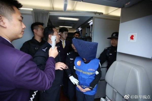 我駐菲代表處向菲律賓政府表達嚴正抗議,但這批詐欺犯已經被押抵天津。(圖擷自臉書「China Xinhua News」)