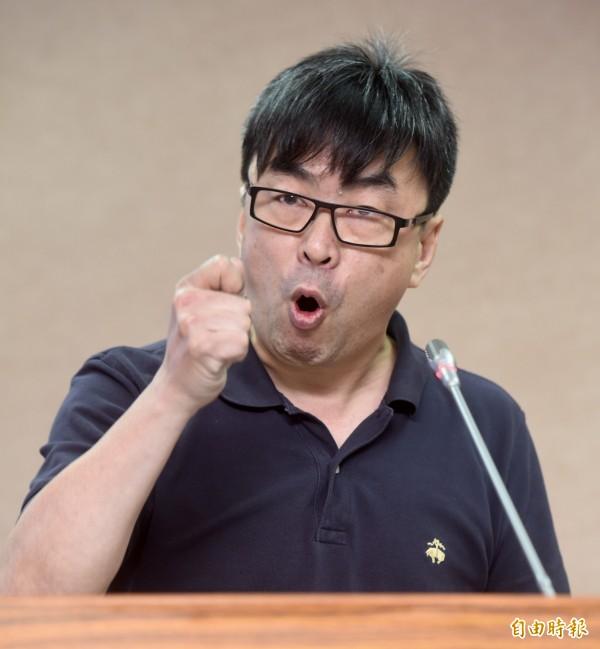 今日再次傳出32名在馬來西亞涉嫌電信詐欺案的台灣人,再度被遣送至中國。段宜康表示,為什麼在法務部赴北京協調前,我國嫌犯還能送回國內,但等法務部去談判以後,人就被解送中國?法務部去談了什麼?(資料照,記者簡榮豐攝)