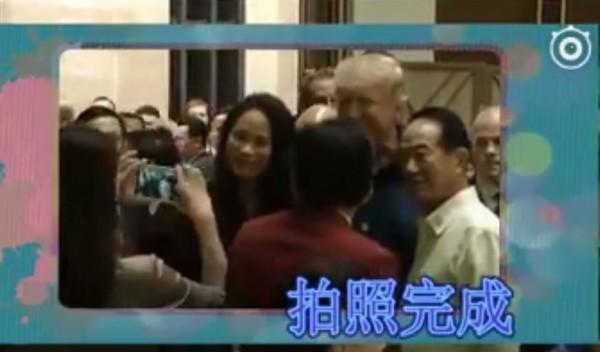 APEC我國代表宋楚瑜在會議期間,與美國總統川普握手並合影,卻被多家中國媒體嘲諷宋楚瑜是「蹭」照。(圖擷取自臉書)
