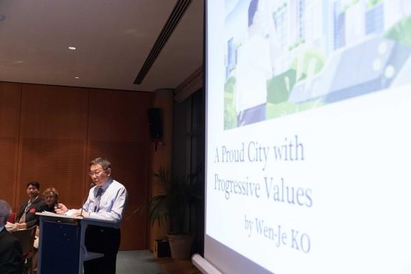 柯文哲今天演講的主題為「進步價值 光榮城市」。(圖擷取自柯文哲推特)