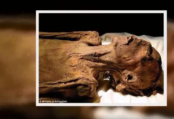 近日專家發現,有「尖叫木乃伊」(Screaming Mummy)暱稱的老拉美西斯三世之子的死因應是吊死。(圖片擷取自文中YouTube影片)