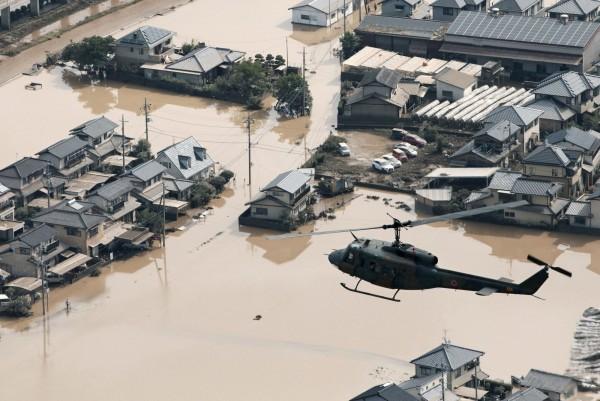 西日本暴雨帶來平成時代最嚴重的水患,死亡人數攀升至195人。(路透)