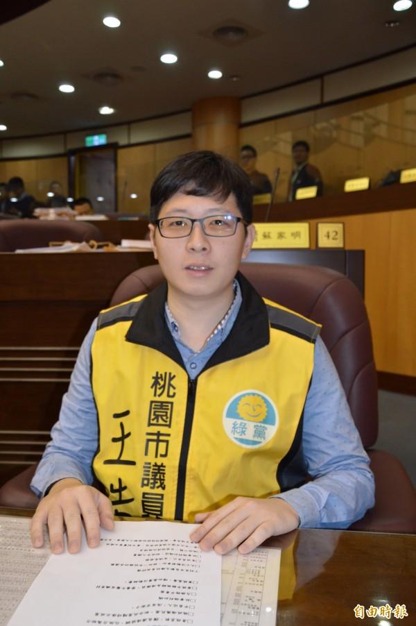 綠黨桃園市議員王浩宇抨擊台灣學生上課時間過長。(資料照,記者謝武雄攝)