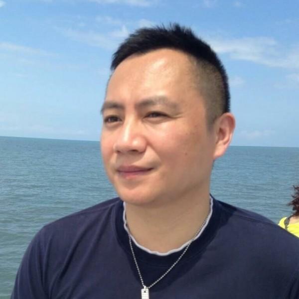 中國民運人士王丹表示,自己住在美國快廿年,從未聽聞全美電視台。(王丹提供)