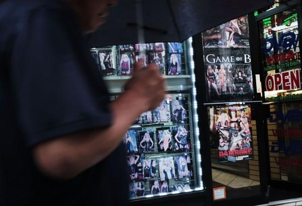 德國柏林市有政治人物提議,讓國家出錢拍攝女權主義的色情短片,以表現男女雙方性愛時地位平等。(法新社)