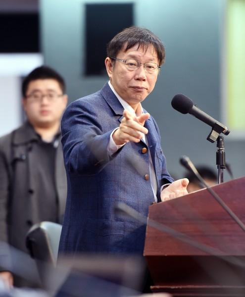 台北市長柯文哲訝異先前萬人健走活動花了近800萬元,讓柯P先前受訪時不禁感嘆,身邊有許多「政治蟑螂」。(資料照,記者方賓照攝)