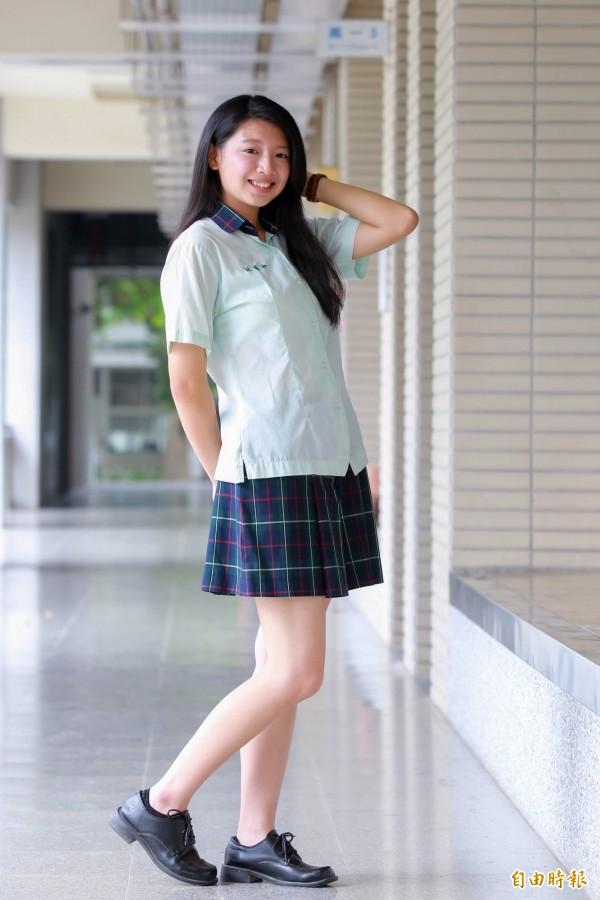 田中高中制服嫩芽綠,襯托青春有朝氣。(記者陳冠備攝)