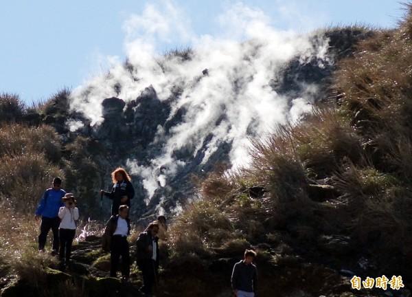 陽明山上居民最近發現,七星山東南麓近日已連日噴出白色氣體,質疑是如同小油坑的火山作用爆裂口將產生。圖為七星山步道示意圖,非新聞所指地點。(資料照,記者張嘉明攝)