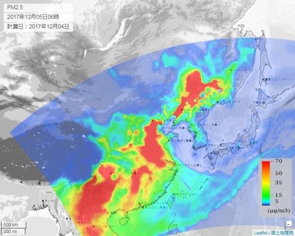 到明早(5日)6點時,中國大部分地區預測又會變回驚人的滿江紅,全國空氣質量大部分皆超標。(圖截取自venus.nies.go.jp)