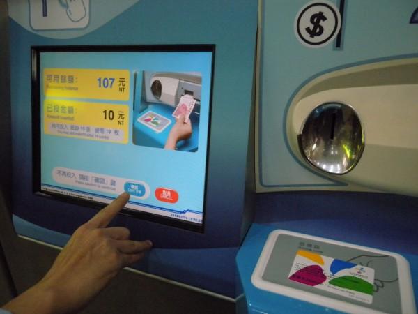 無黨籍台北市長候選人柯文哲上午談及悠遊卡,主張應打破悠遊卡壟斷市場的現況。(資料照,記者吳亮儀攝)