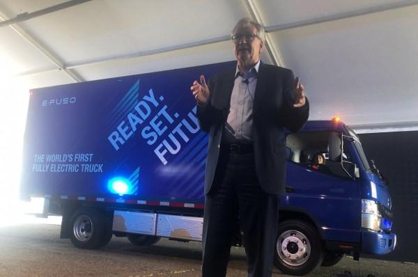 戴姆勒卡車部門主管Martin Daum宣佈戴姆勒未來將推出2款電動卡車。(路透)