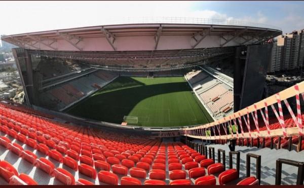 有些座位的視野,甚至會被球場主體遮住。(圖擷取自推特)