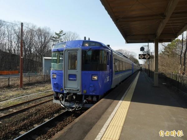 「JR北海道旅客鐵路公司」宣布各種列車行經線路將於9月底前維修完畢,圖為北海道普通列車。(即時新聞組攝)