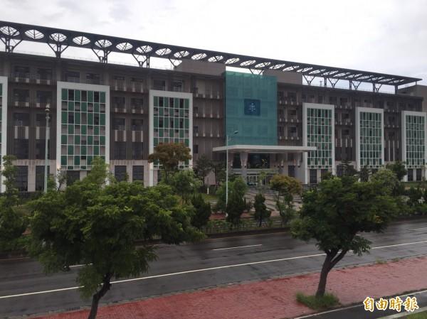 新竹地院認定3人購辦公用器材浮報價額。圖為新竹地方法院。(資料照,記者黃美珠攝)