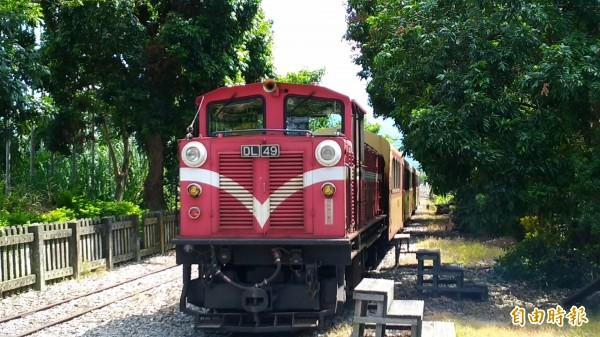 阿里山森林鐵路列車今早在竹崎鄉與休旅車擦撞,旅客行程因此延誤。(資料照,記者曾迺強攝)