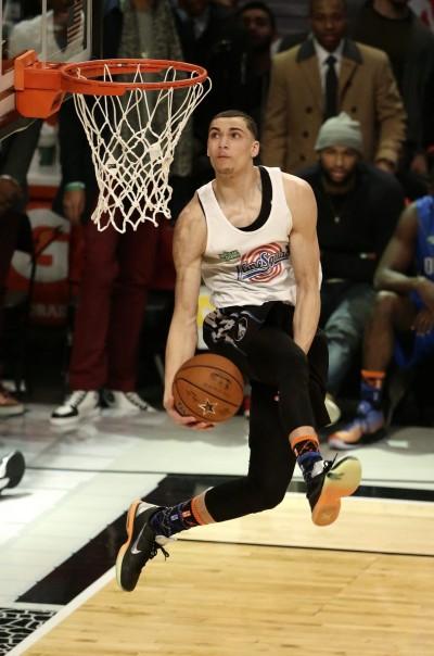 NBA》灌籃王輕鬆飛 竟比一層樓還高