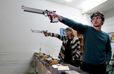 奧運》史上頭一遭!母子射擊同場競技