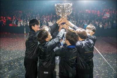 LOL世界賽》創造歷史!SKT完成二連霸奪冠
