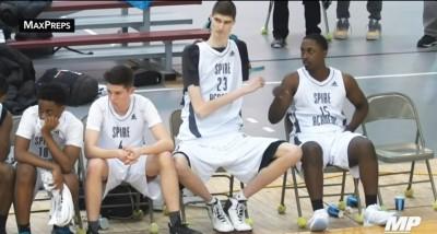 籃球》高中初登場 他竟比所有NBA球員還高(影音)