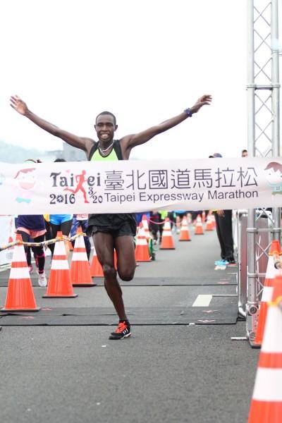 路跑》國道馬拉松萬人起跑 肯亞旋風挑戰連霸
