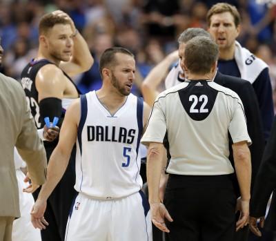 NBA》葛瑞芬被撂倒在地 巴瑞亞遭驅逐出場(影音)