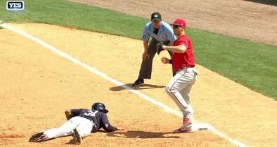 MLB》被投手牽制逮到 他靠裝死安全回壘(影音)