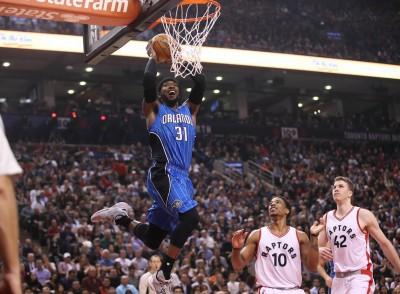 NBA》魔術洛斯用360度大爆扣 問候老東家球迷(影音)
