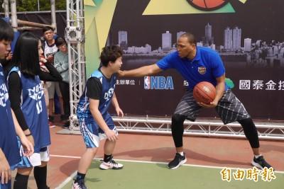 NBA》馬里昂全台趴趴走 示範防守不藏私