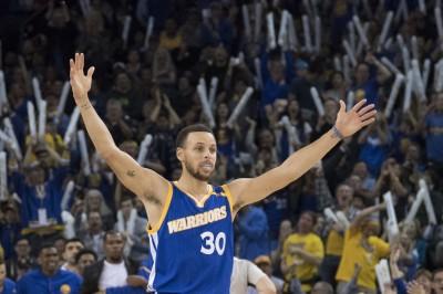NBA》自己的紀錄自己刷 柯瑞單季289三分球包辦史上前三名