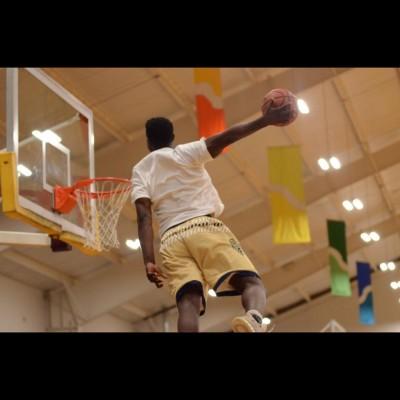 籃球》還是他!16歲怪物高中生360度暴扣新招(影音)