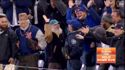MLB》水手球場最後打席 一朗開轟追平大聯盟紀錄(影音)
