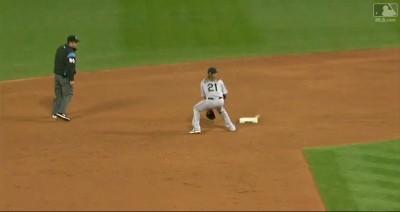 MLB》二壘壘包有打點!水手外野手離譜傳球登官網(影音)