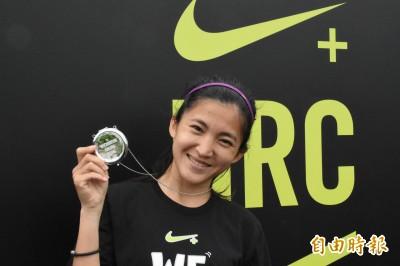 路跑》完賽獎牌有妙用「超萌少女」陳雅芬愛不釋手