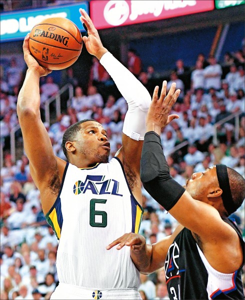 NBA》爵士老將回春 強森當救世主