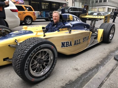 NBA》為明星賽拚了!「大鳥」紐約街頭開賽車噱頭十足(影音)